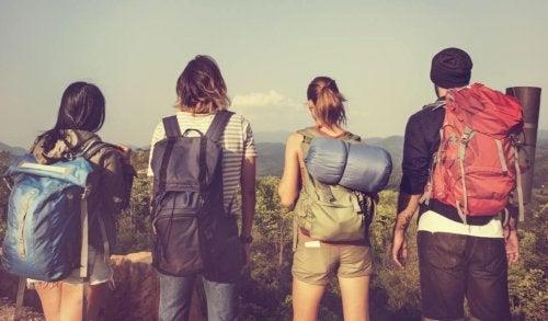 Rejsende med rygsække