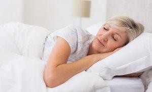 Kvinde sover.