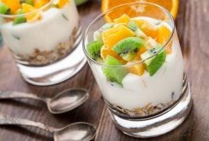 Yogurt og müsli