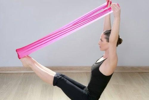 Effektive øvelser med træningselastikker