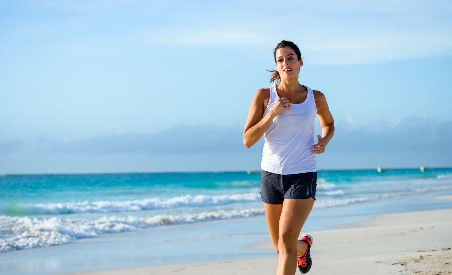 At løbe på stranden har mange fordele