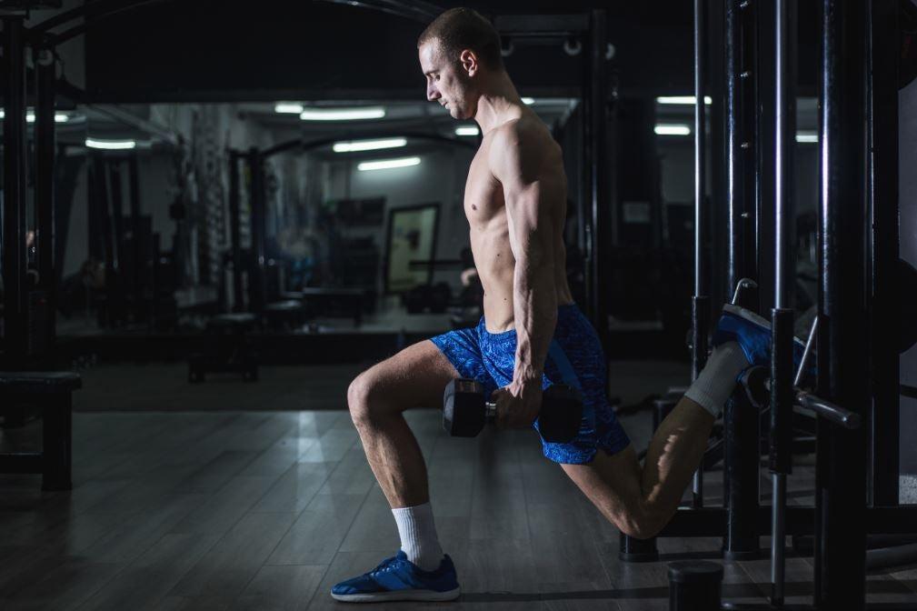 Bulgarske split squats med håndvægte