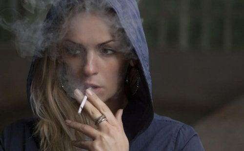 Selvom det er lovligt, så skader rygning kroppen meget