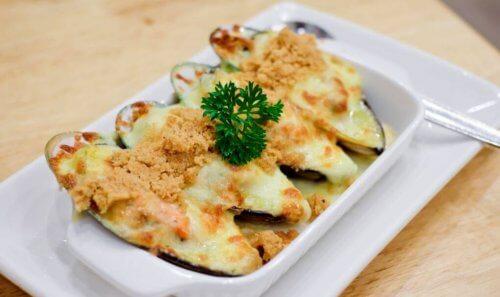 Bagte muslinger i hvid sauce med mange gode omega-3 fedtsyrer