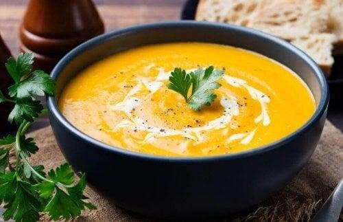 Græskarsuppe med kartofler og ost