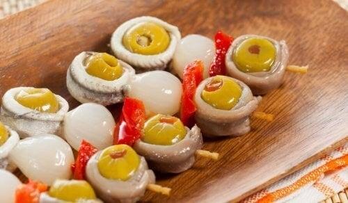 Minispyd med oliven og løg