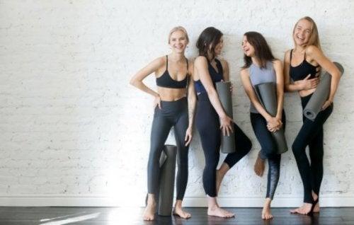 De 6 bedste yogastillinger for folk, der mangler fleksibilitet