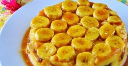 kage med bananskiver