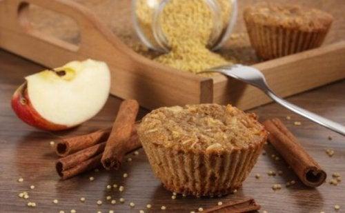 muffins med frugter og kanel