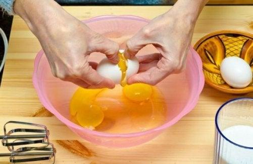 æg der klækkes i skål