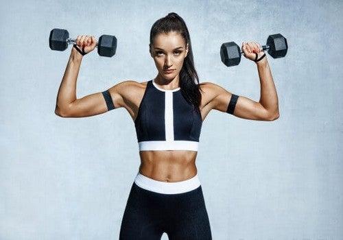 5 øvelser til at gøre slaskede arme faste