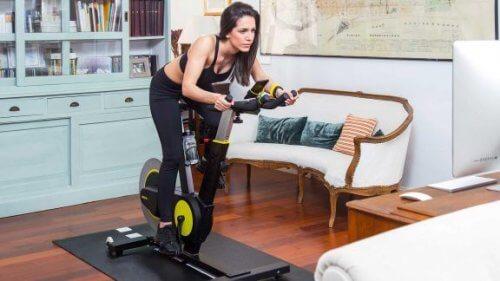 Bkool Smart Bike til indendørs cykling derhjemme