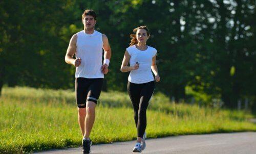 et par der løber