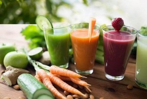 Sunde detox-shakes med frugt og grøntsager