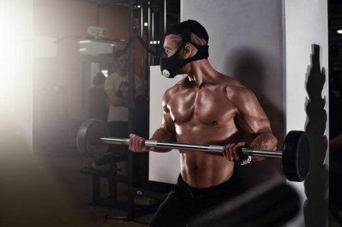 fitnesstræning med vægtstang