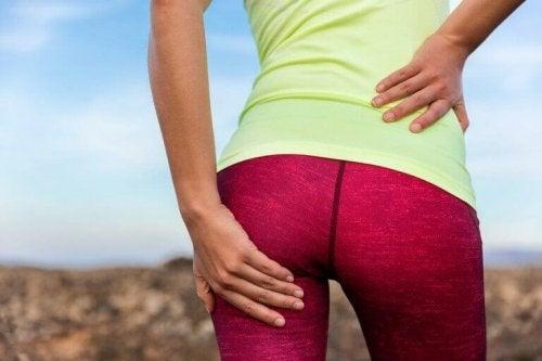 kvinde der begår fejl ved konditionstræning