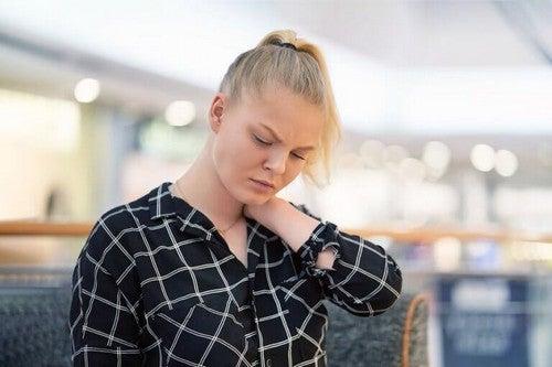 Kvinde føler sig mentalt træt