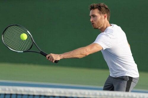 Tennis er en fysisk krævende sportsgren