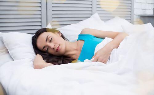 Hvordan søvn påvirker din vægt