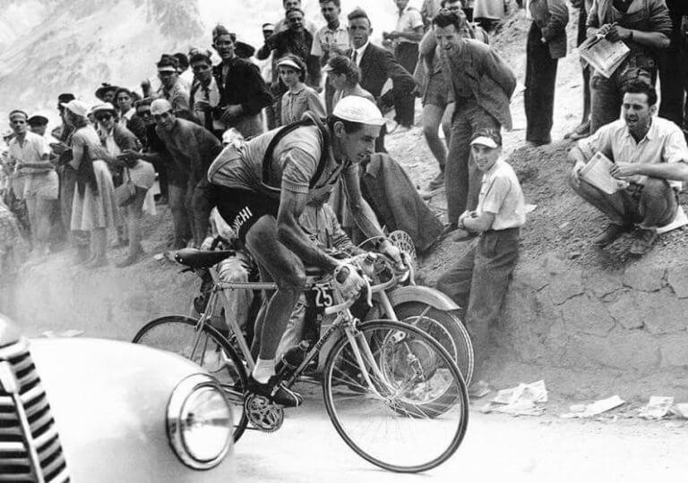 ældre billede af cykelrytter