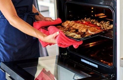mad der tages ud af ovnen