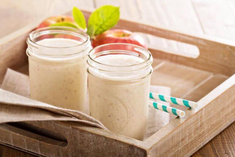 smoothies på en bakke