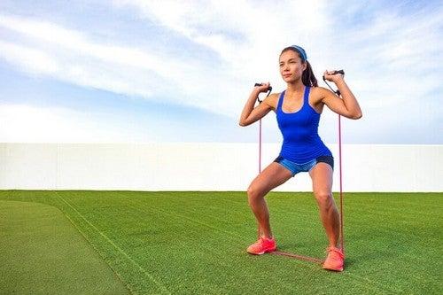 Kvinde træner udenfor