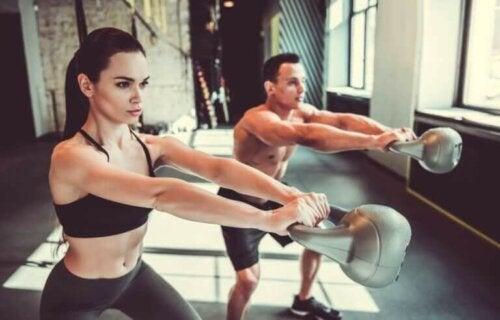 Fire øvelser med kettlebell til at styrke hele din krop