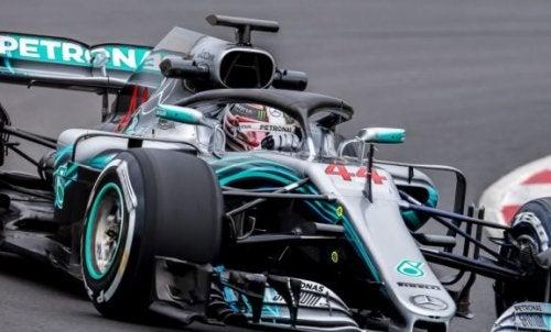 Hvordan er sikkerheden blevet forbedret i Formel 1?