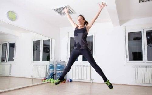 kvinde der hopper