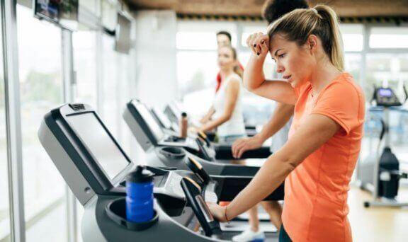 folk der træner i fitness