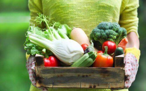 kasse med grøntsager