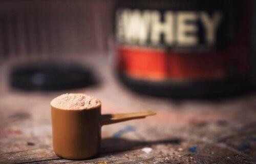 proteinpulver i måleske