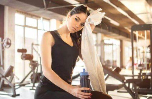 ung kvinde i fitness