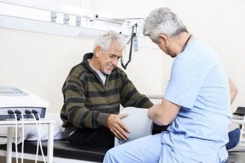 Mand gennemgår professionel terapi