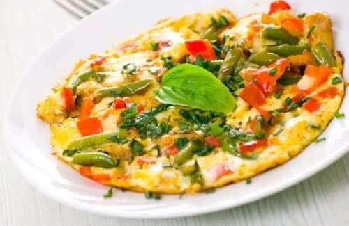 sunde måltider til morgenmad med omelet og grøntsager