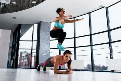 Tilføj jumpsquats til din daglige træningsrutine
