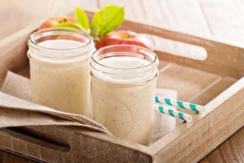 bakke med smoothies