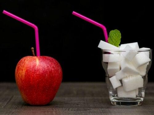 æble og sukkerknalder med sugerør
