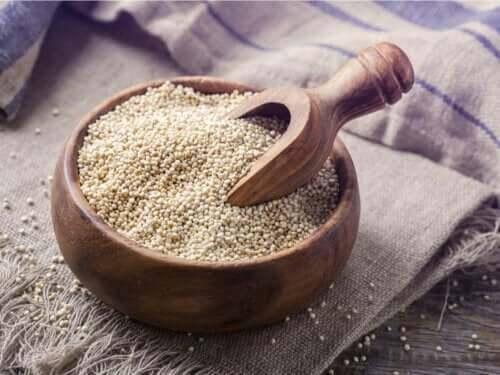 træskål med quinoa