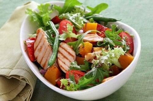 frisk salat med kylling