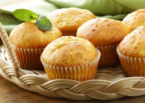muffins på en bakke