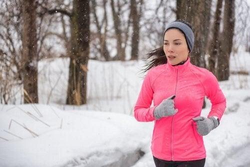 Træning i koldt vejr hjælper med at forbrænde mere fedt