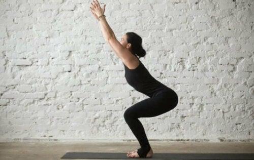 yogarutiner for folk, der arbejder på kontor