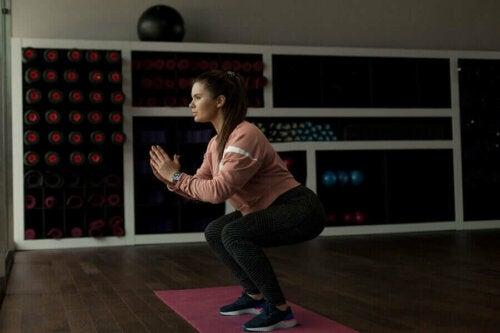 eksempel på øvelser med kropsvægt for kvinder