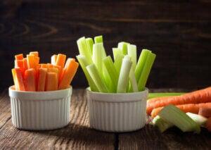 friske gulerods- og selleristænger