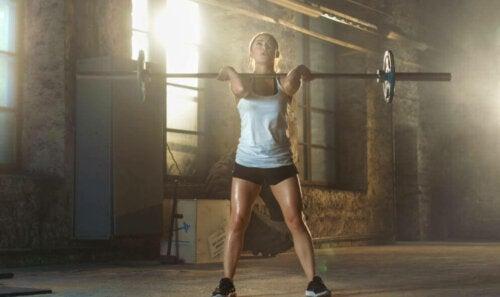 kvinder der laver front squat