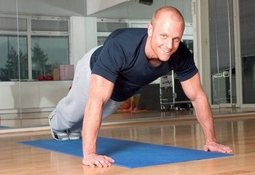 8 tips og tricks til at lave armbøjninger korrekt