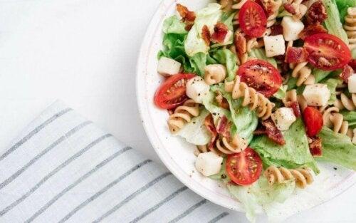 salat med pasta