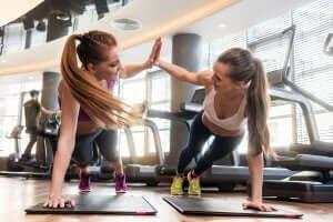 veninder der træner sammen